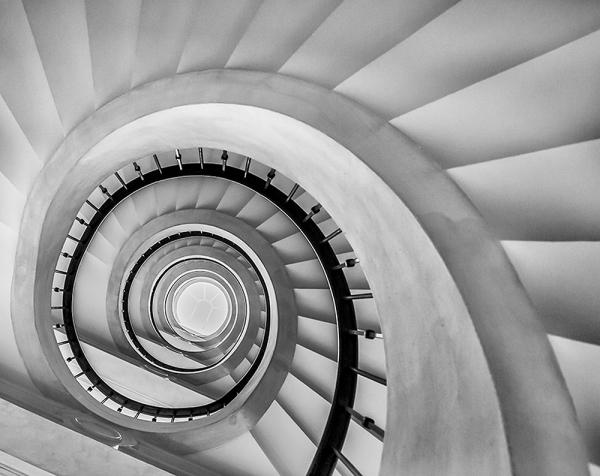 Винтовая лестница 300х238 см