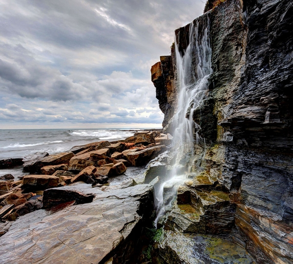 Водопад в камнях 300х270 см